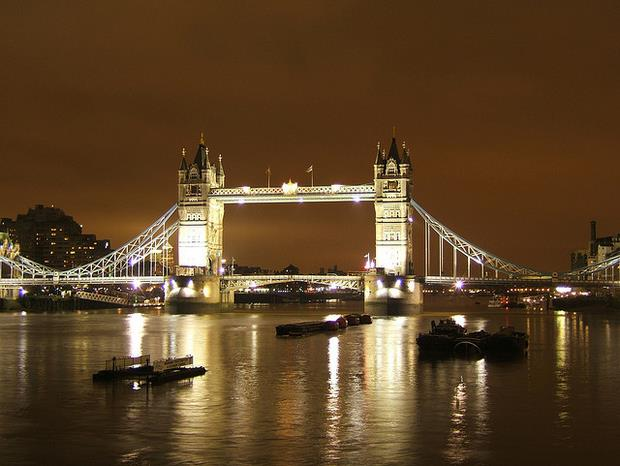 Tower Bridge, by Sven Wrage - Flickr